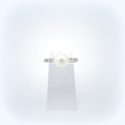 Bague or blanc , perle de culture et diamants